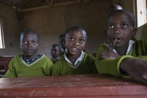 Menschen im Umkreis der Nationalparks - Schüler in Rushaga direkt am Rande des Bwindi Nationalparks, Uganda