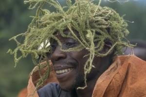 Menschen im Umkreis der Nationalparks - der Stamm der Batwa, Uganda